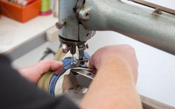 Die Schuhmacher Uelzen - Über uns - Reparaturen von Schuhen